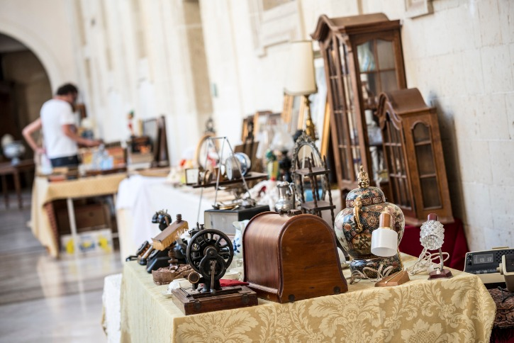antiques at a flea market lyon